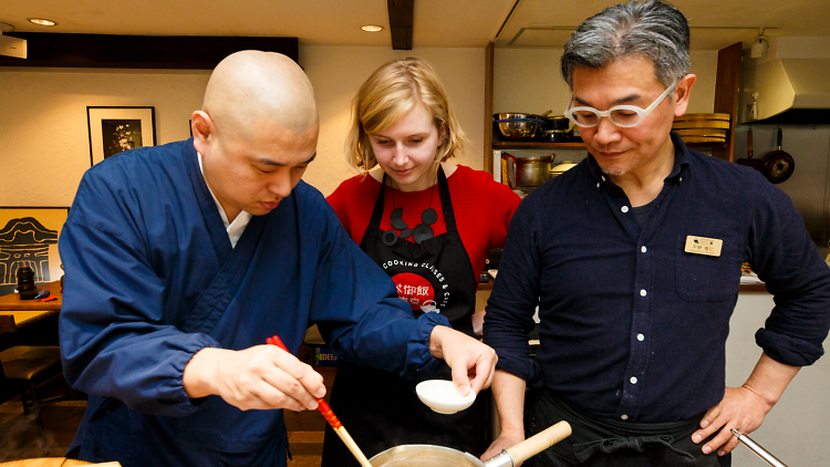 オランダ人記者が料理教室で精進料理を体験