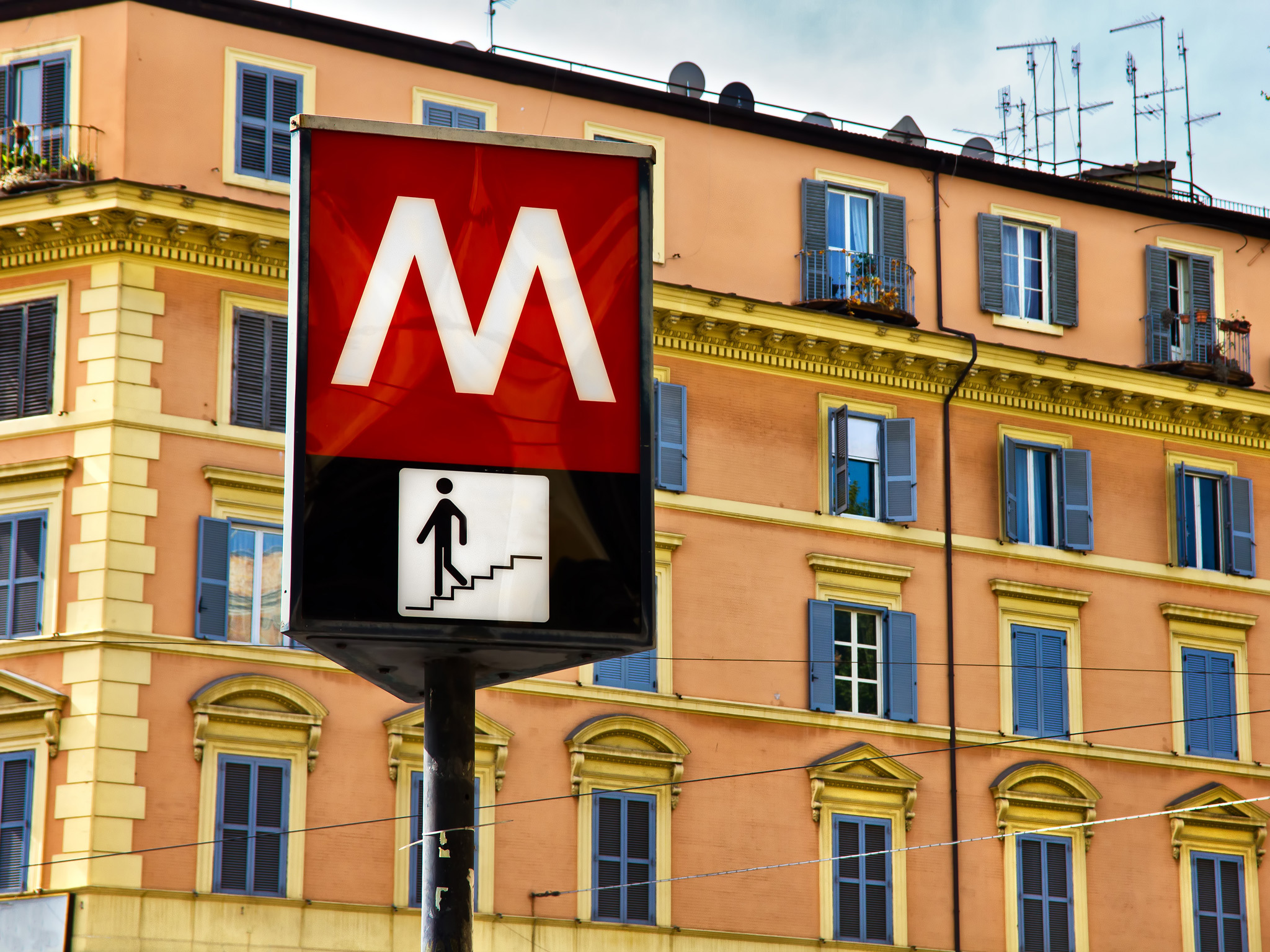A Metro sign in Rome