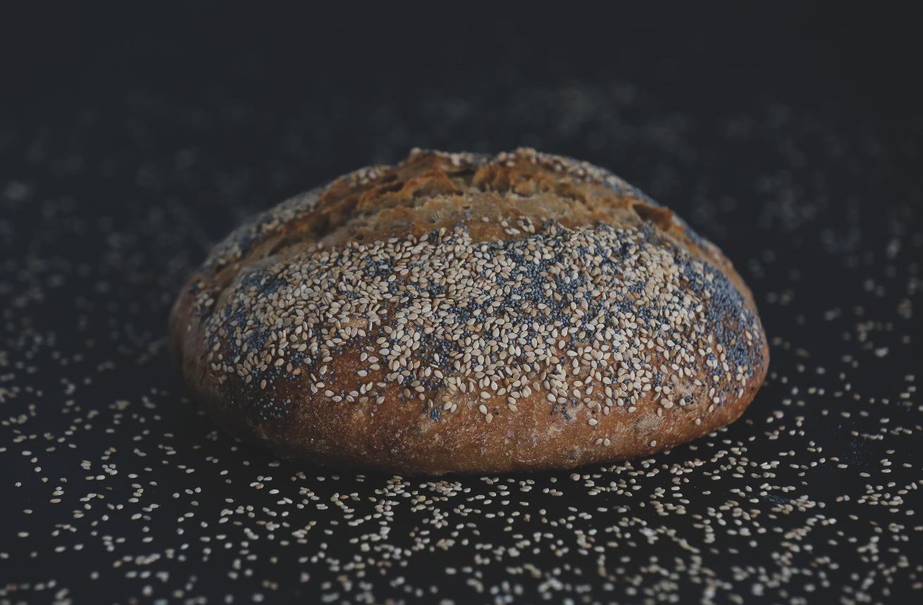 Pão com sementes de sésamo e papoila do Pão da Terra