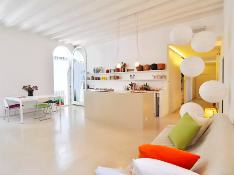 Spacious family-friendly apartment with canal view in the centre of Venice