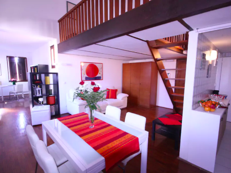 One-bed penthouse (sleeps four) with terrace near the Grand Canal