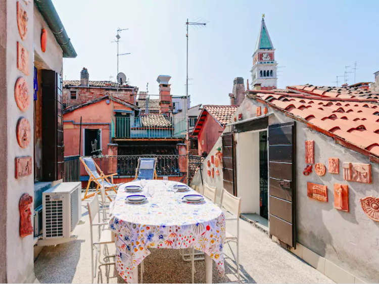 Charming two-bed apartment with rooftop terrace in San Marco