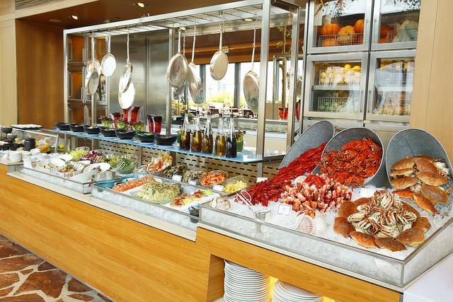 港畔餐廳︰送韓國皇后護膚品