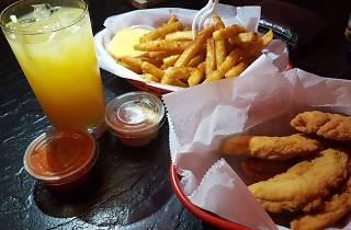 Oscar's Tavern is the best dive bar in Center City, Philadelphia