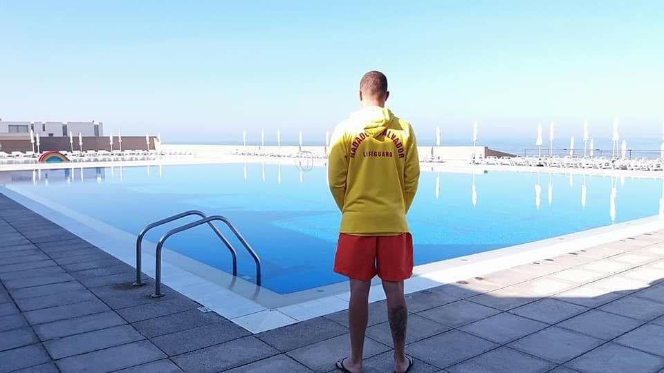 Na piscina municipal da Granja, num miradouro ou na praia. Aproveite o sol este fim-de-semana
