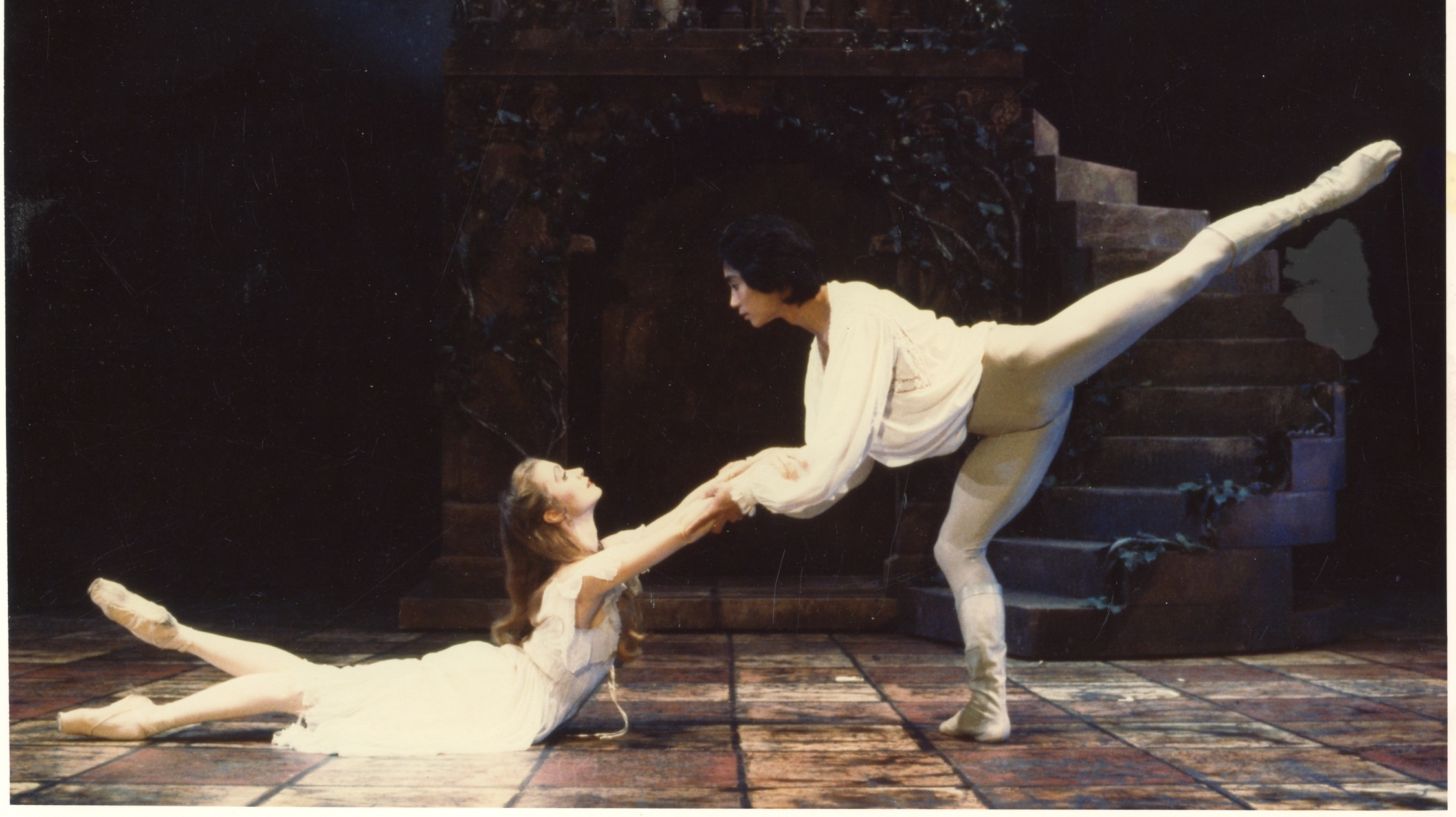 Li Cunxin and Janie Parker in Romeo and Juliet in 1987