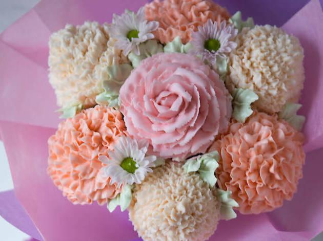 Edible floral bouquet from Crème Maison