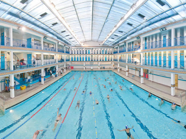 Vous cherchez les meilleures piscines pour s\u0027entrainer ou chiller à Paris ?  Voici notre sélection. Splassshhhh !