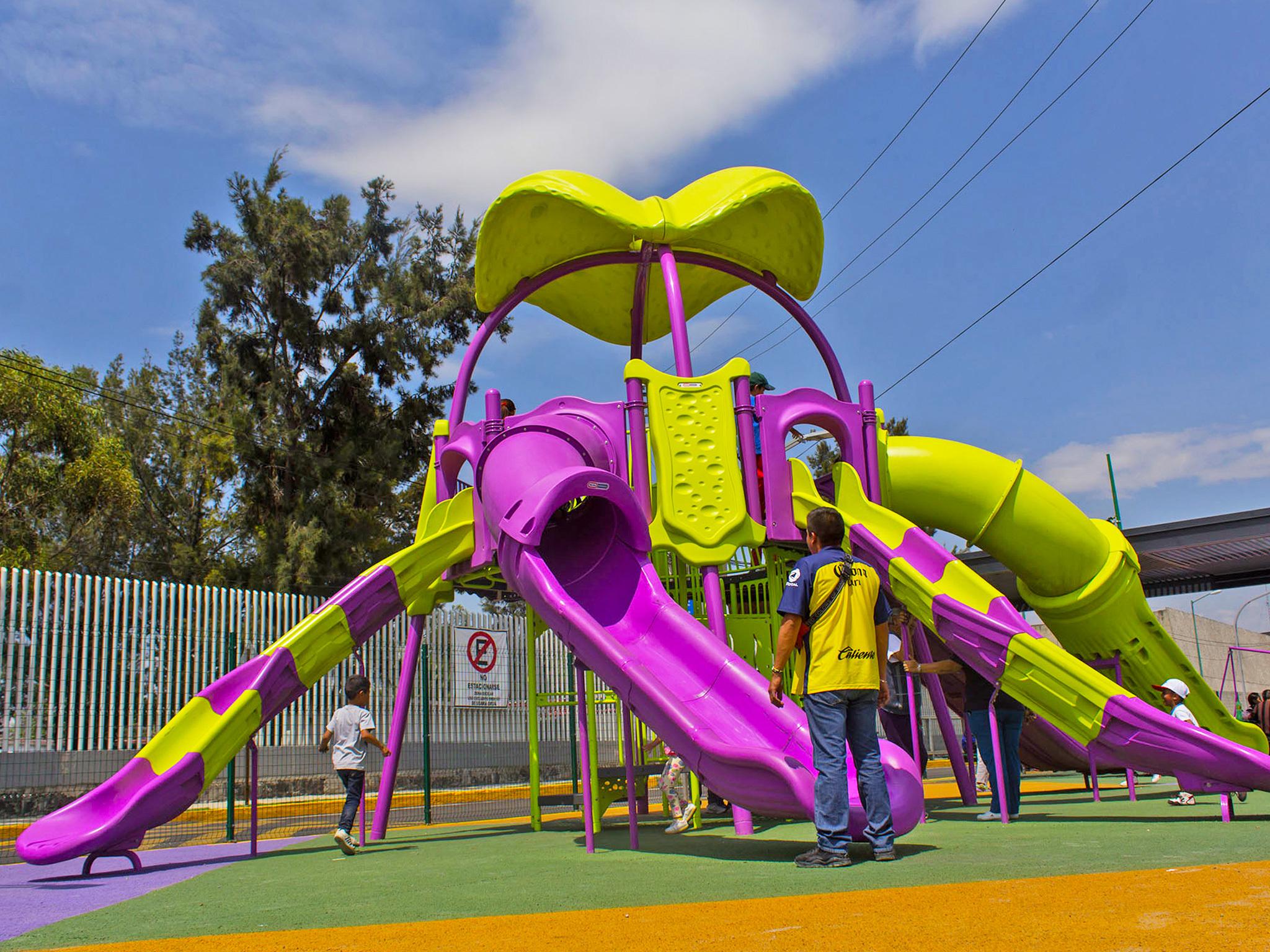 Juegos infantiles en Parque lineal Iztapalapa