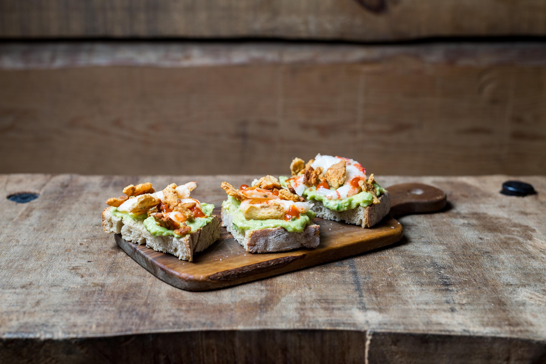 tosta de abacate pigmeu