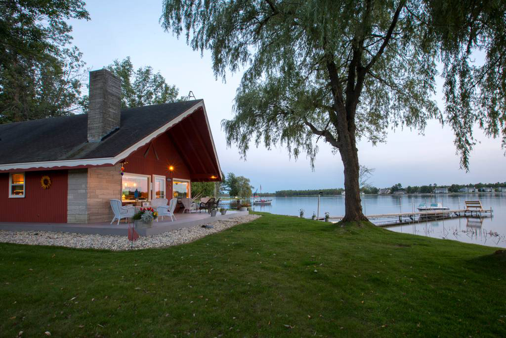 17 Lakefront Airbnbs to Rent For a Getaway From Chicago