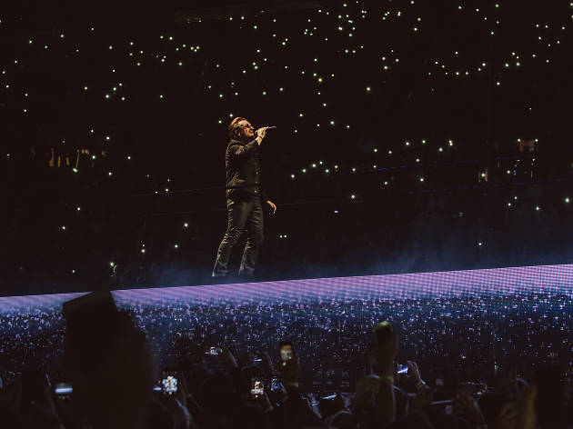 U2 embraces augmented reality and '90s nostalgia at the Forum
