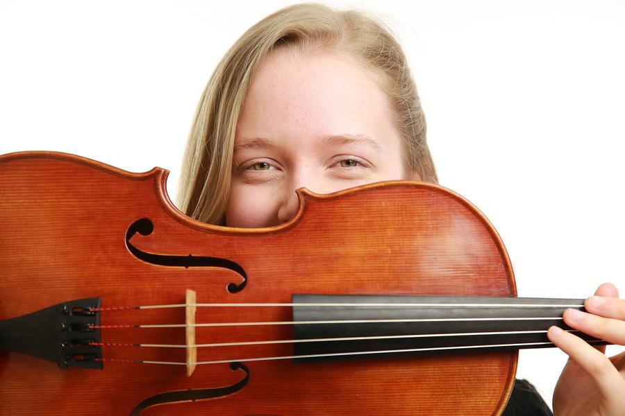 Five World Premieres For Singing Solo Viola