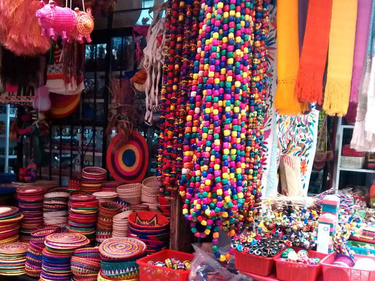 Visit the artisanal market, La Ciudadela