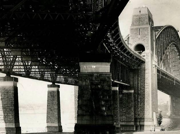 Sydney Myths, Sydney Harbour Bridge