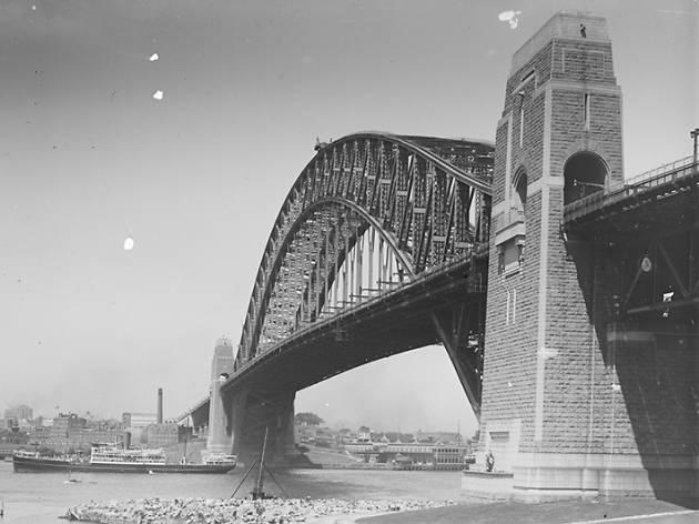 Sydney myths, Harbour Bridge pylons