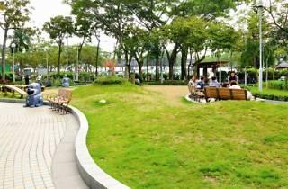 Kwun Tong Ferry Pier Square Pet Garden