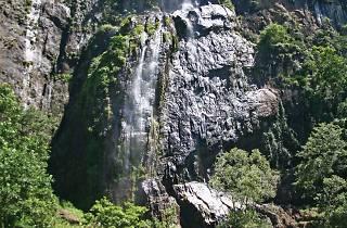 The picturesque Diyaluma falls