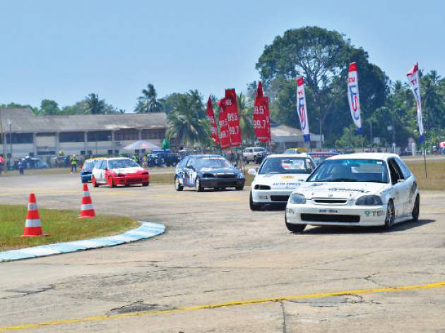 Catch the racing excitement at the tracks in Katukurunda and Welisara