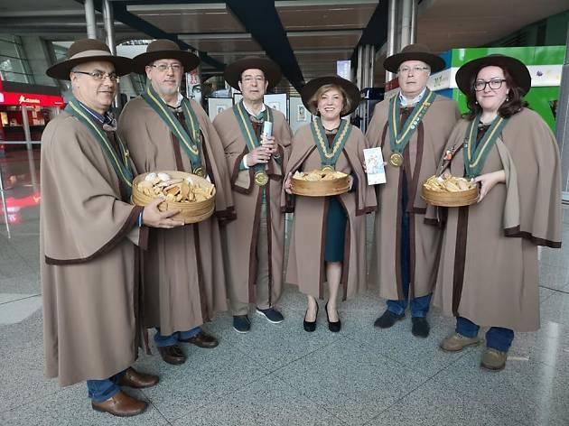 É o terceiro aniversário da Confraria do Pão, da Regueifa e do Biscoito de Valongo.