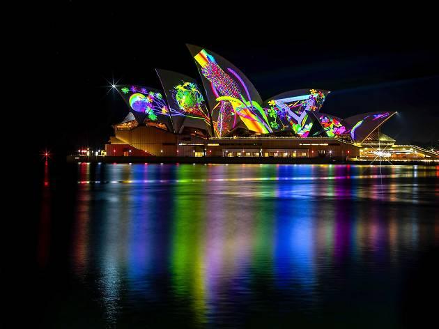 Lighting of the Sails: Metamathemagical. Artist: Jonathan Zawada. Vivid Sydney 2018.