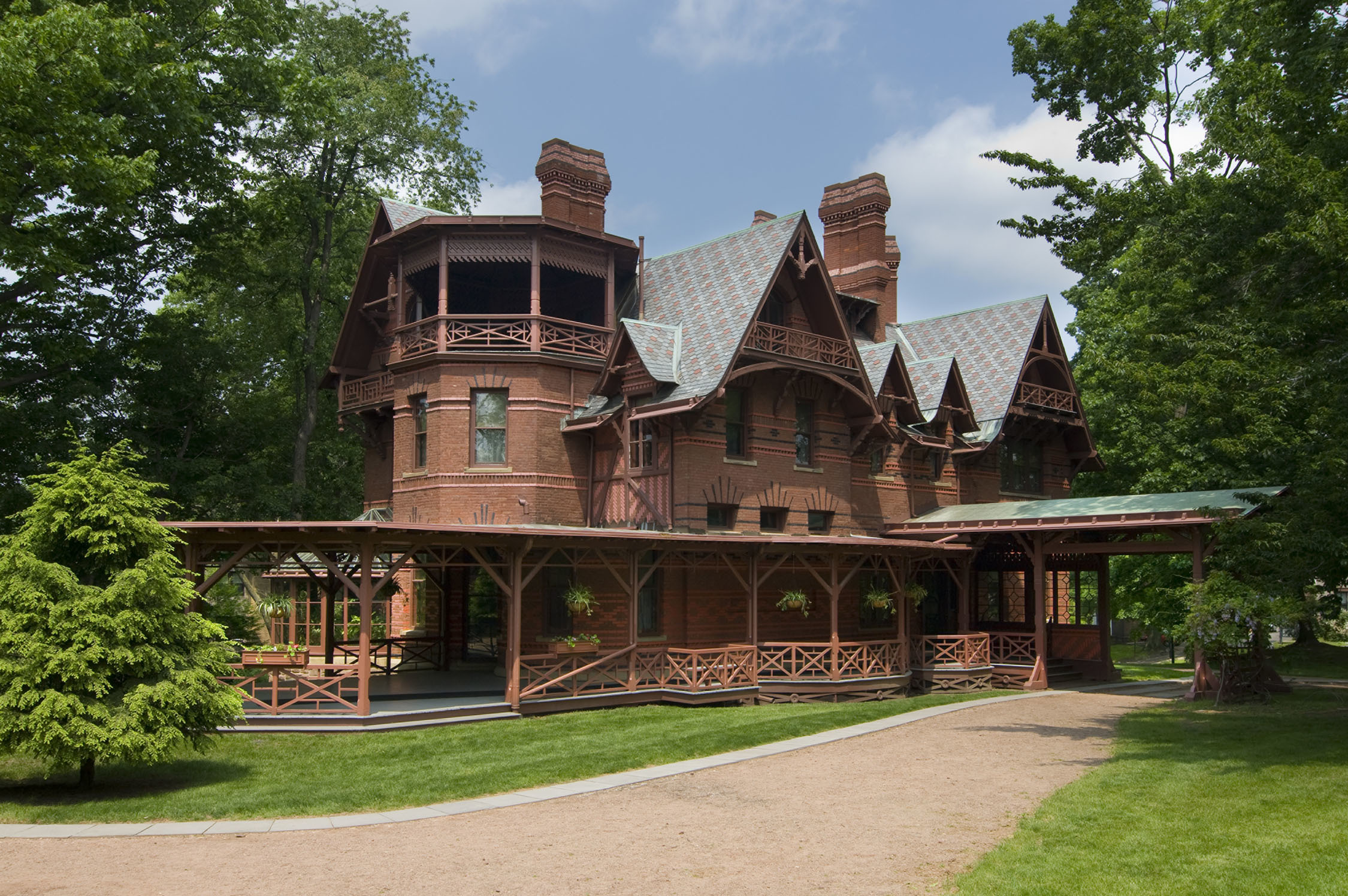 Exterior of Mark Twain House and Museum