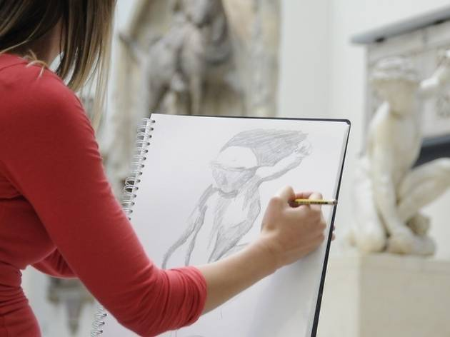 A drawing workshop at the V&A with Sketchout