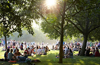 Do not reuse. Alamy pic of Hyde Park for Schweppes campaign.