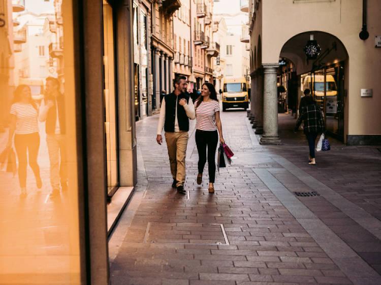 Se faire une visite guidée à pied du centre historique de Lugano pour y découvrir ses spécialités gastronomiques