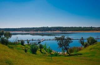 Lago Montargil e Villas, do Hotel do Lago Caption: Lago Montargil e Villas, do Hotel do Lago