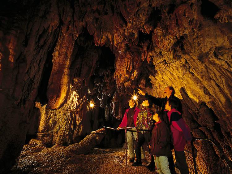 Visiter les grottes de l'enfer à Baar et leurs infinies stalactites et stalagmites