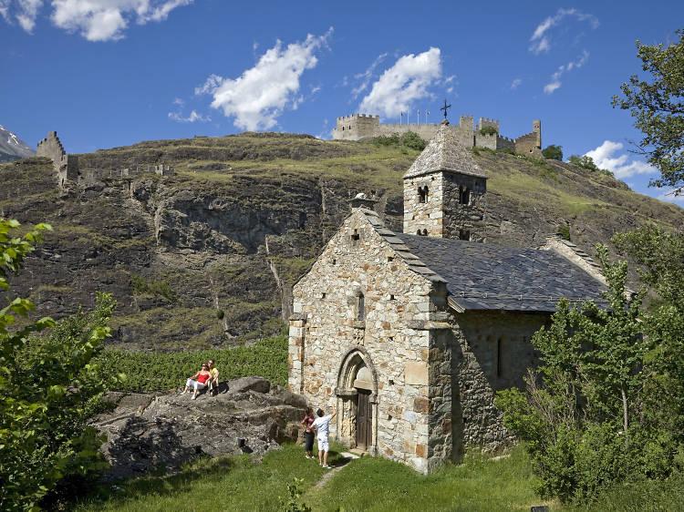 Visiter l'ancienne abbaye bénédictine de Tous-les-Saints datant du XIe