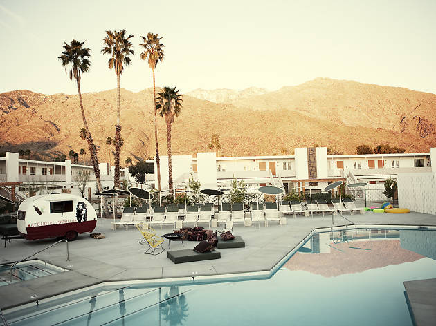 Here's how to plan a perfect summer weekend trip to Palm Springs