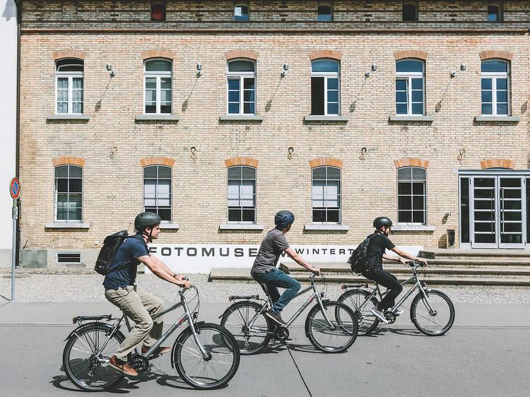 Découvrir la ville à vélo en empruntant les 175 kilomètres de pistes cyclables