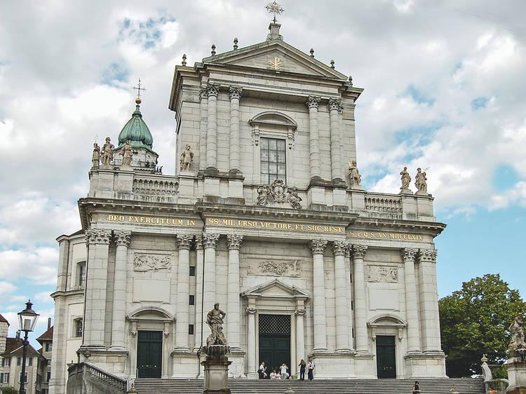 Visiter la cathédrale Saint-Ours