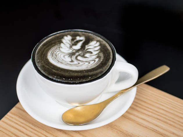 Pause It charcoal latte