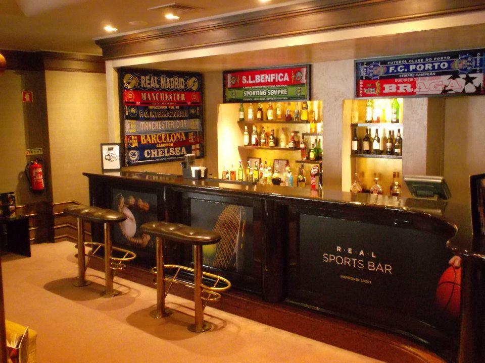 Real Sports Bar