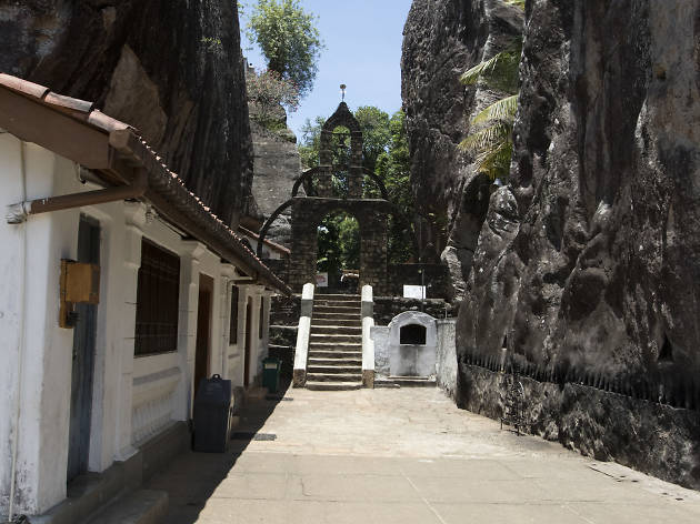 Alu Viharaya Rock Temple