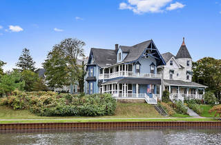 Beautiful Lakefront Victorian with Balcony City Views in Ocean G