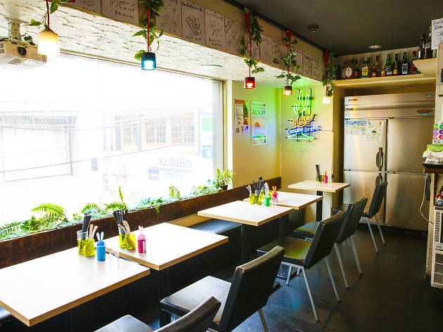 Bumbunblau Cafe with Beehive