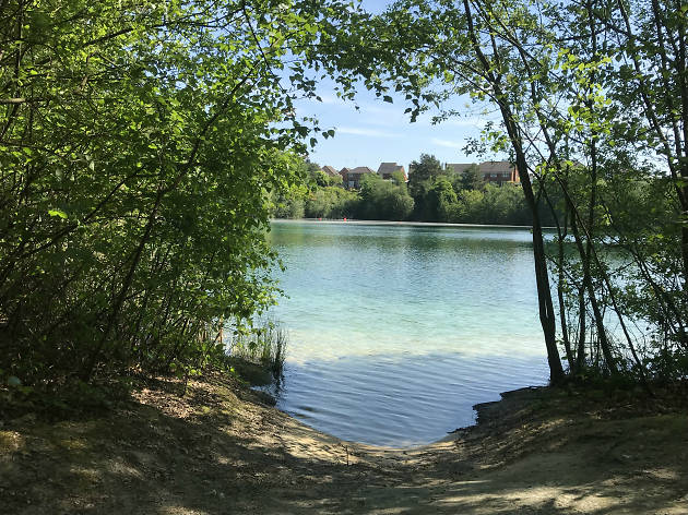 divers cover reservoir godstone