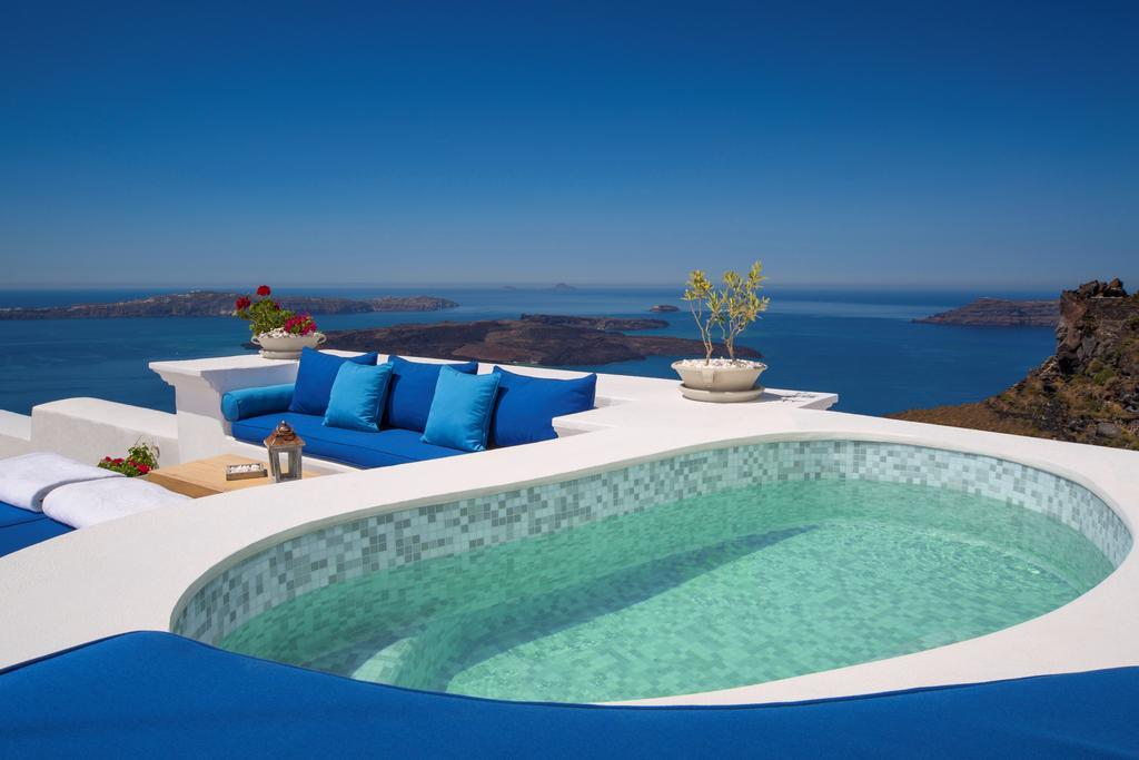 The 11 best hotels in Santorini