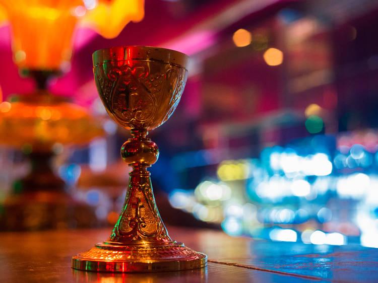 M.R. Bar Club