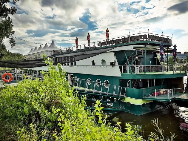 Rohan Boat Hotel