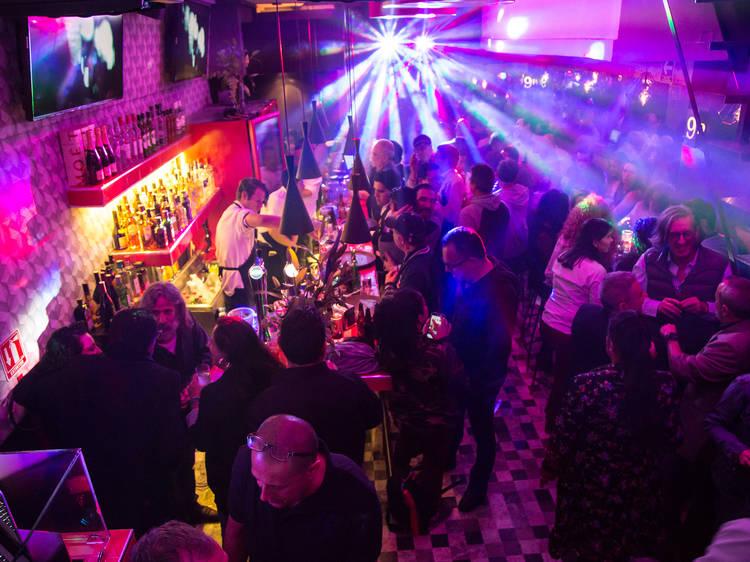 Visita el icónico bar gay El 9 de Amberes