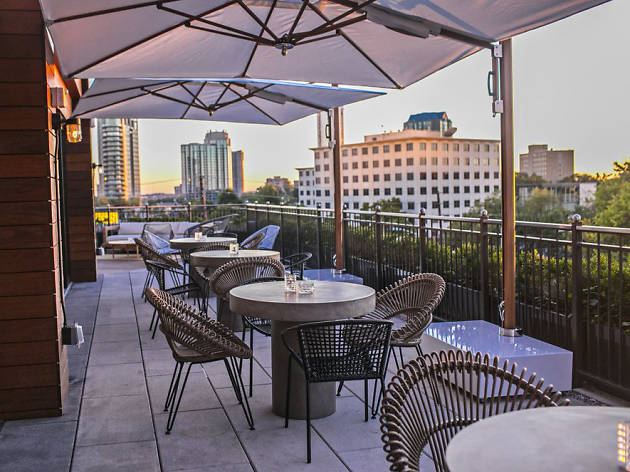48 Best Rooftop Bars In Atlanta For Drinks And Cool Breezes Inspiration Atlanta Outdoor Furniture Creative