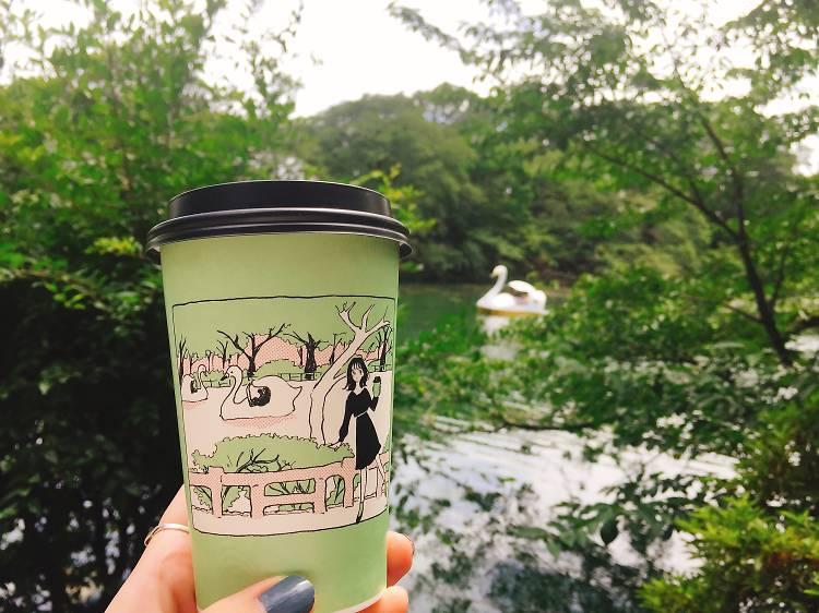 コーヒーは可愛いカップで飲む。