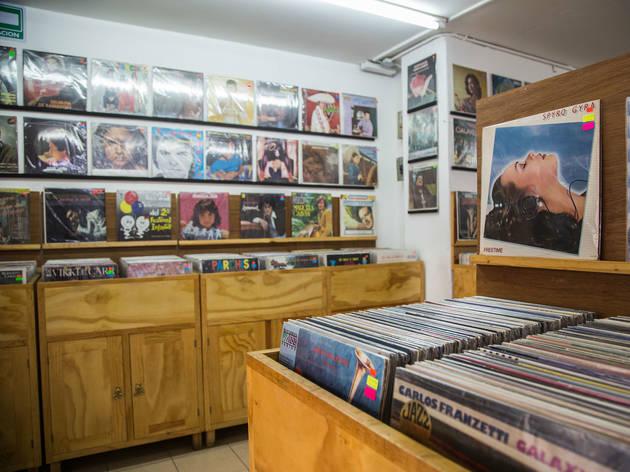 Déjalo ser Records es una tienda de LPs en la Juárez