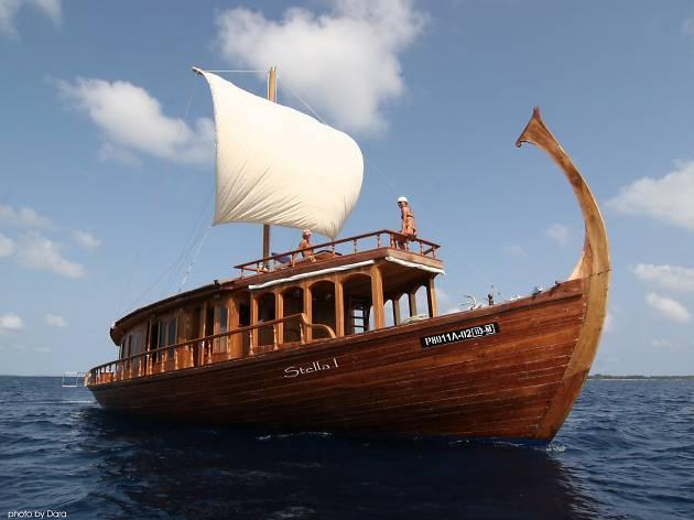 Dhoni Boat Cruise