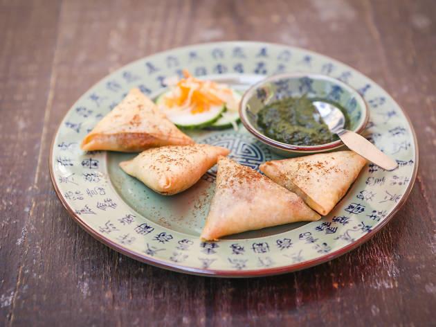 Chamuças vegetarianas com chutney de coentros e hortelã do Boa-Bao